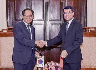 Thống đốc NHNN Lê Minh Hưng tiếp Đại sứ Hàn Quốc tại Việt Nam Park Noh-wan