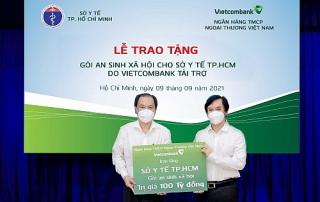 Vietcombank trao tặng gói an sinh xã hội 100 tỷ đồng cho TP. Hồ Chí Minh