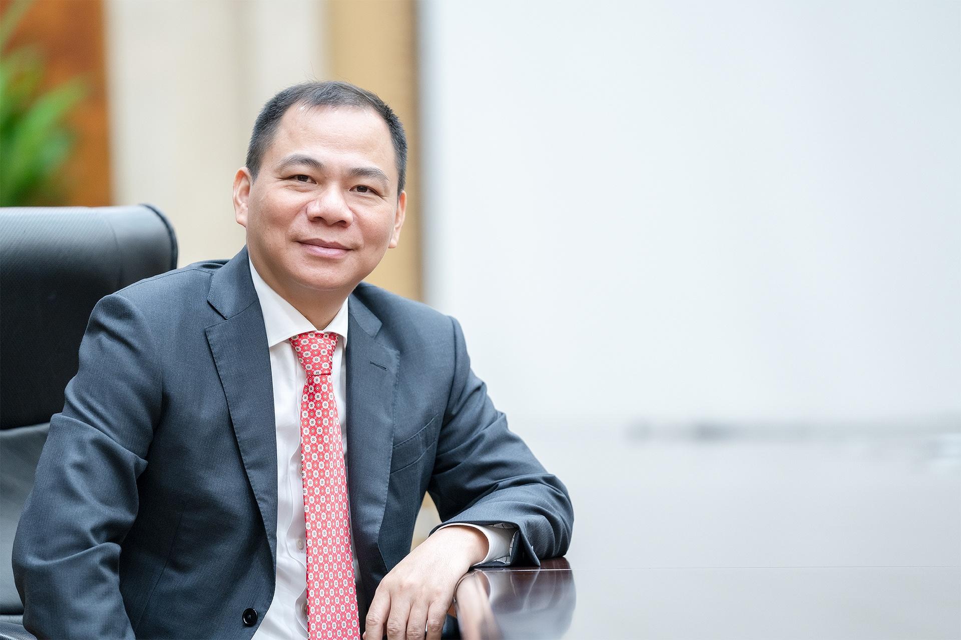 """Tỷ phú Phạm Nhật Vượng được Forbes tôn vinh trong """"bảng vàng"""" chống dịch"""