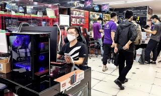 Cửa hàng máy tính 'kiếm bộn' vì Covid-19