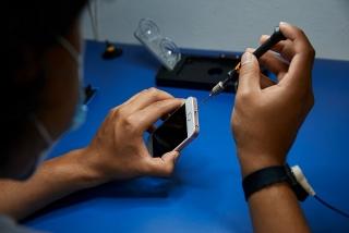 Apple cho phép cửa hàng nhỏ sửa iPhone