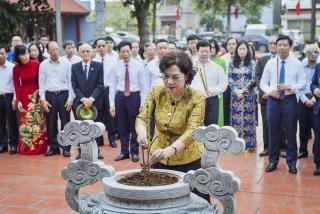 Dâng hương tưởng nhớ cố Phó Chủ tịch nước Nguyễn Lương Bằng, Tổng giám đốc Ngân hàng Quốc gia Việt Nam