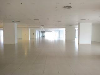 Mặt bằng trung tâm thương mại bỏ trống hàng loạt