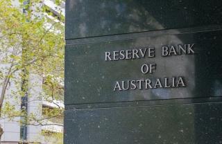 Ngân hàng trung ươngÚc sẽ lui thời điểm thu hẹp QE