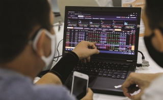 Thời của cổ phiếu có giá trị vốn hóa trung bình