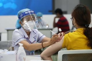 Không được từ chối tiêm mũi 2 vaccine cho người đã tiêm ở địa phương khác
