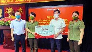 Tập đoànGeleximco và ABBANK tặngxe cứu thương