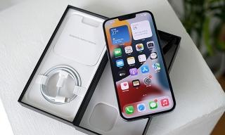 Người mua iPhone 13 có thể phải mở hộp tại chỗ