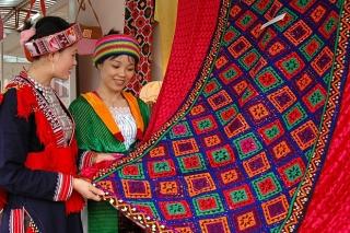 Đắk Nông thu hút khách bằng văn hóa thổ cẩm
