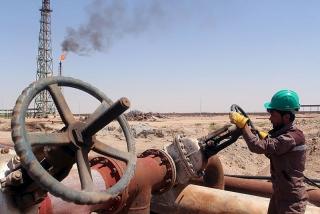 Giá dầu giảm do lo ngại COVID-19 lan rộng ở Ấn Độ, Nhật Bản