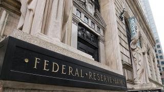 Fed 'đau đầu' với rủi ro kép từ lạm phát cao và tăng trưởng thấp