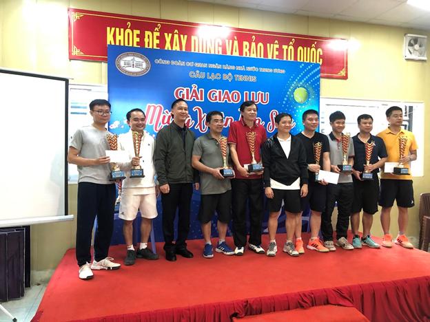 CLB Tennis Công đoàn Cơ quan NHNN Trung ương thi đấu giao lưu mừng Xuân Tân Sửu 2021
