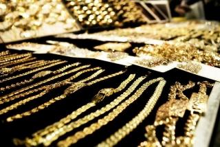 Thị trường vàng ngày 31/3: Thị trường cổ phiếu và đồng USD ép vàng giảm giá