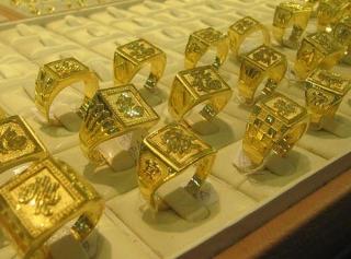 Thị trường vàng ngày 1/4: Chờ thông tin tích cực để hồi phục