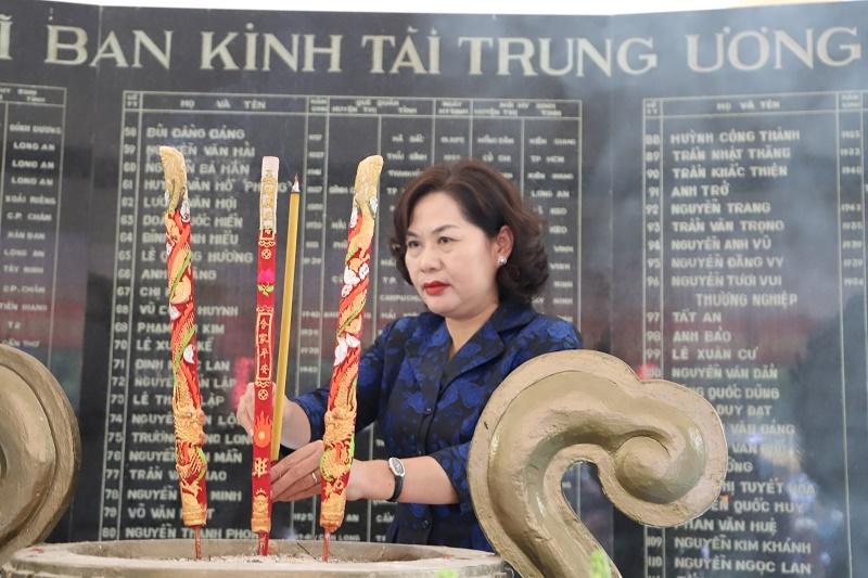 Thống đốc Nguyễn Thị Hồng và Ban Lãnh đạo NHNN dâng hương tại khu di tích Căn cứ Trung ương Cục miền Nam