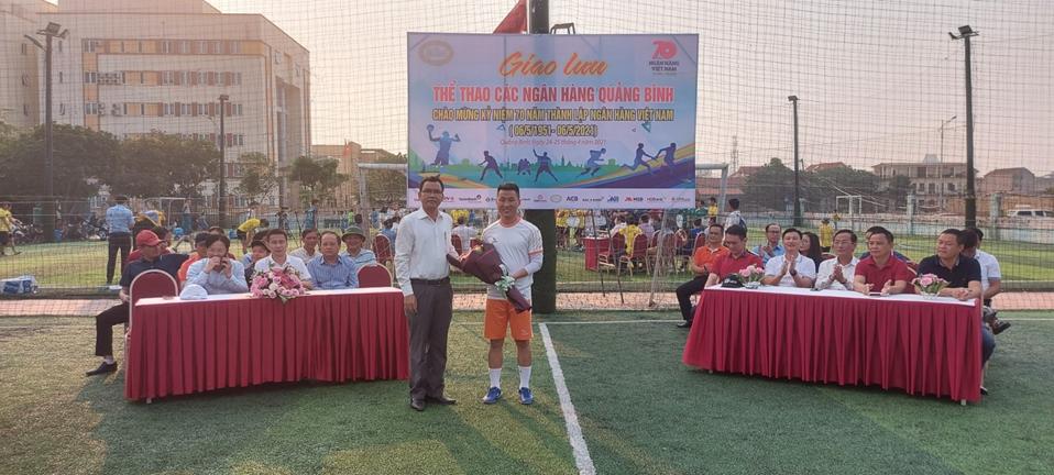 Giao lưu thể thao các tổ chức tín dụng trên địa bàn tỉnh Quảng Bình
