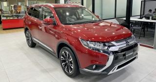 Mitsubishi Outlander giảm giá mạnh