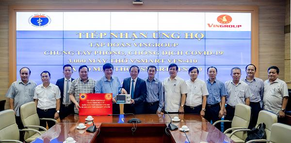 Vingroup trao tặng máy thở xâm nhập và tài trợ hóa chất xét nghiệm Covid-19 cho ngành y tế